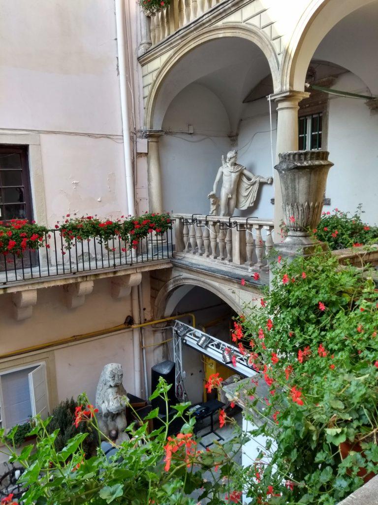 Lwów włoskie podwórko