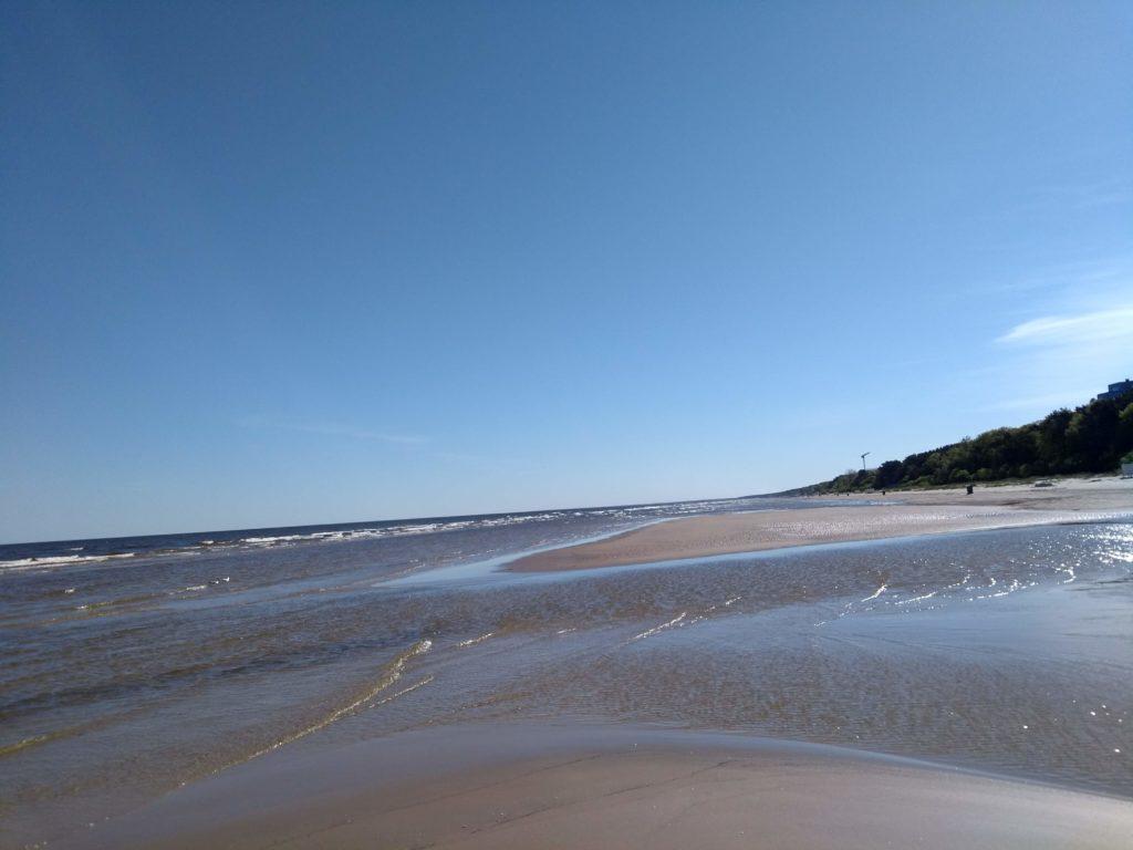 na plaży Jurmała